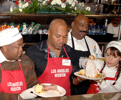 Supervisor Ridley-Thomas Helps Serve Christmas Meals at the L.A. Mission